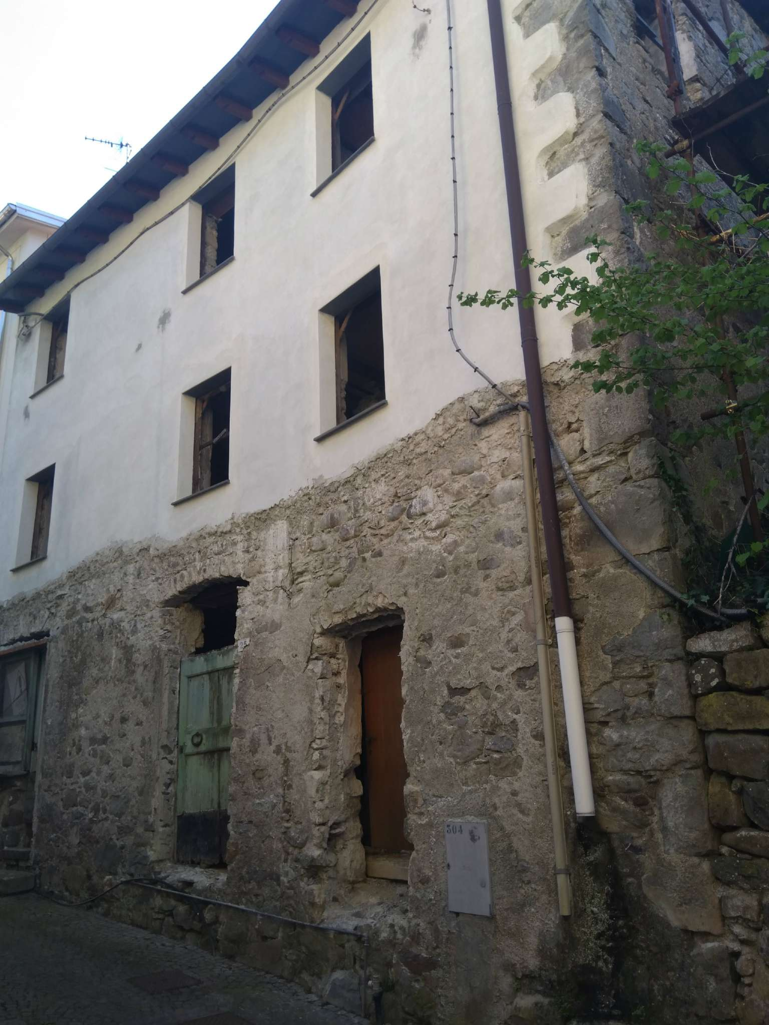 Rustico / Casale in vendita a Mezzanego, 7 locali, prezzo € 40.000 | CambioCasa.it