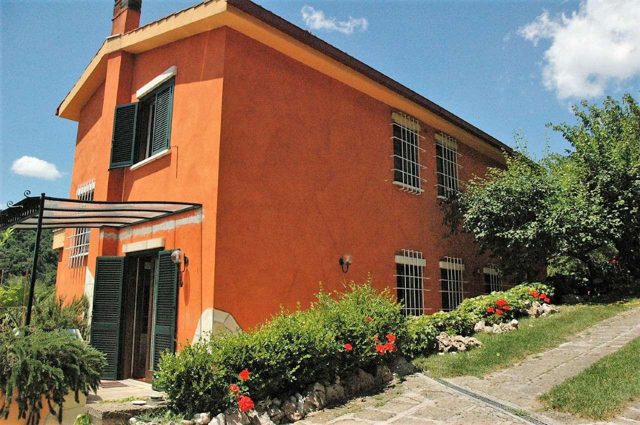 Villa in vendita a Castelnuovo di Porto, 8 locali, prezzo € 329.000 | CambioCasa.it