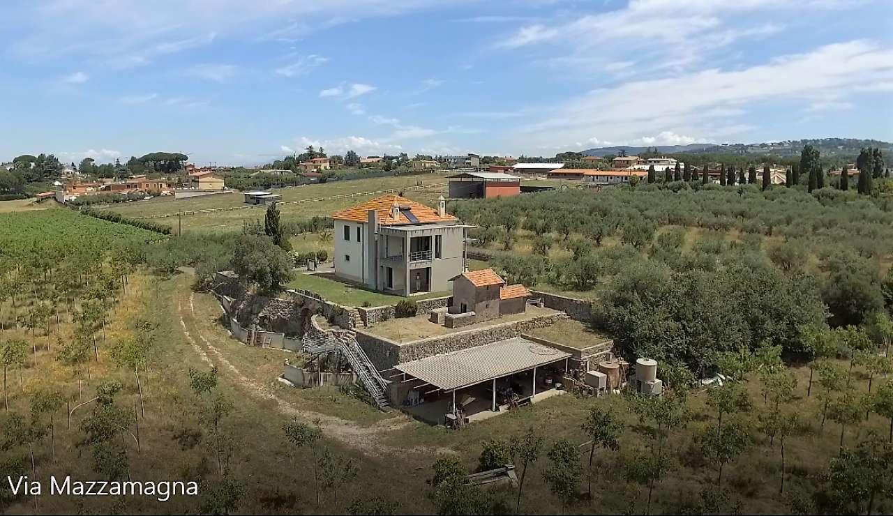 Rustico / Casale in vendita a Marino, 3 locali, prezzo € 395.000 | CambioCasa.it