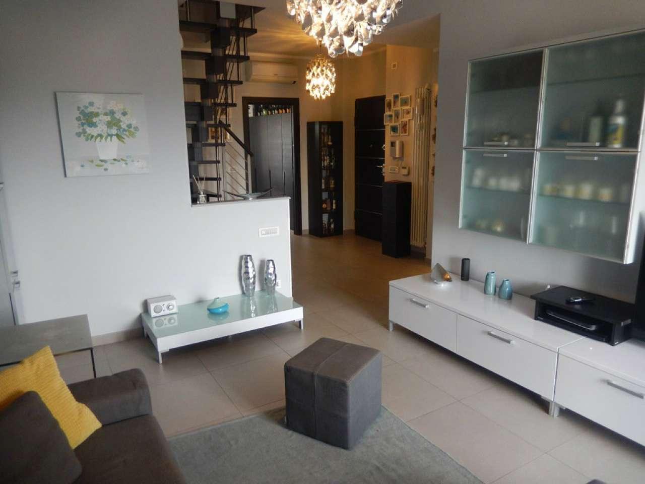Appartamento ristrutturato parzialmente arredato in vendita Rif. 8550897