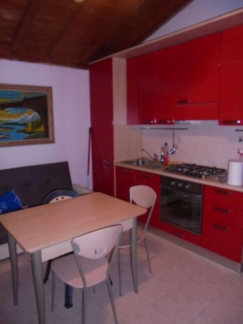 Appartamento in ottime condizioni arredato in affitto Rif. 8158237