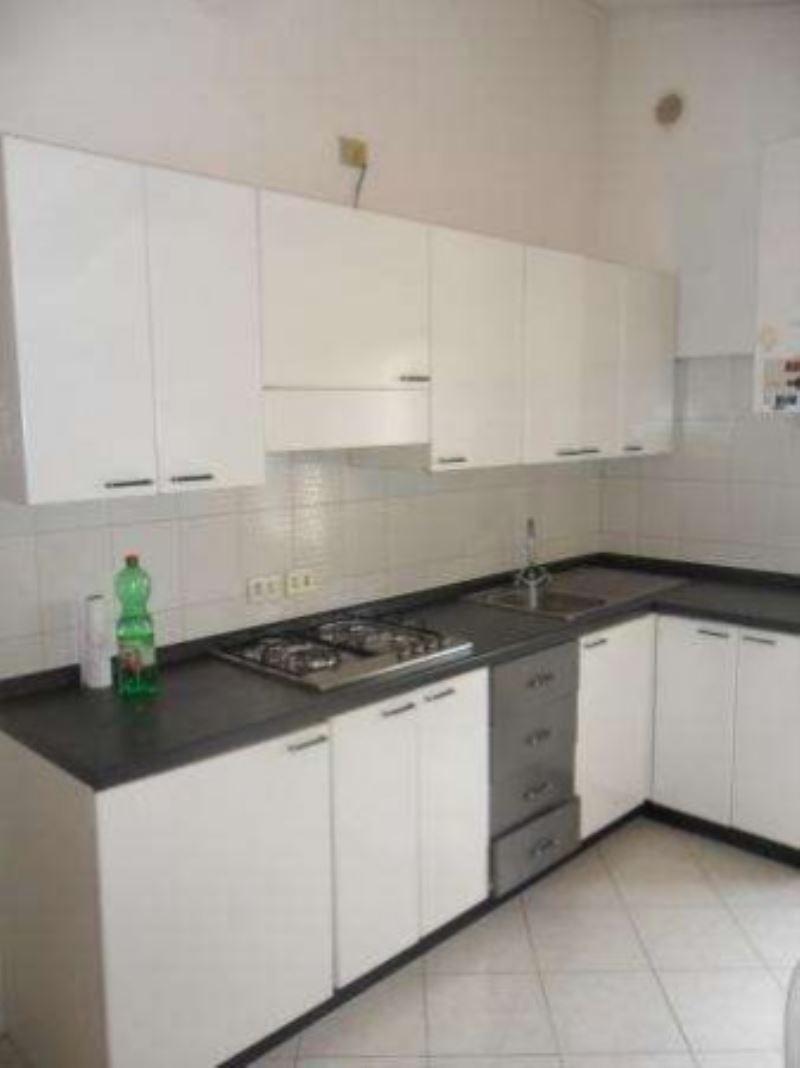 Appartamento in ottime condizioni arredato in affitto Rif. 8493915