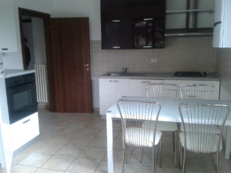Appartamento in affitto a Bulgarograsso, 2 locali, prezzo € 570 | CambioCasa.it