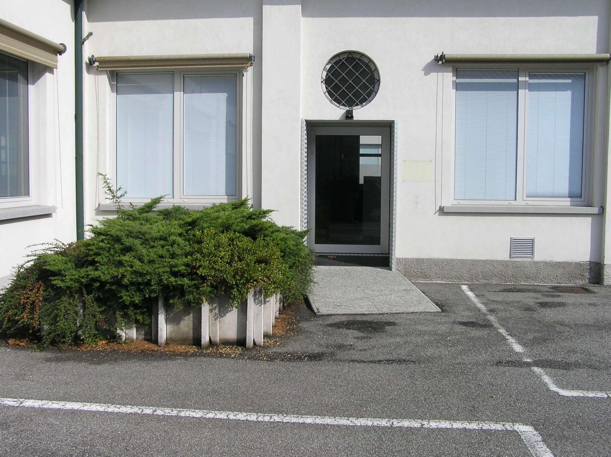 Immobile Commerciale in vendita a Fino Mornasco, 20 locali, prezzo € 1.700.000   CambioCasa.it