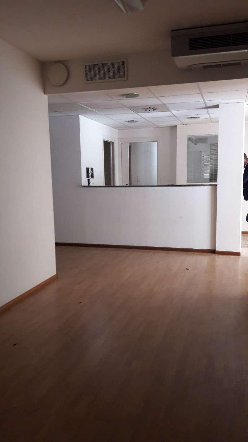 Ufficio / Studio in vendita a Como, 25 locali, zona Zona: 1 . Centro - Centro Storico, prezzo € 1.150.000 | CambioCasa.it