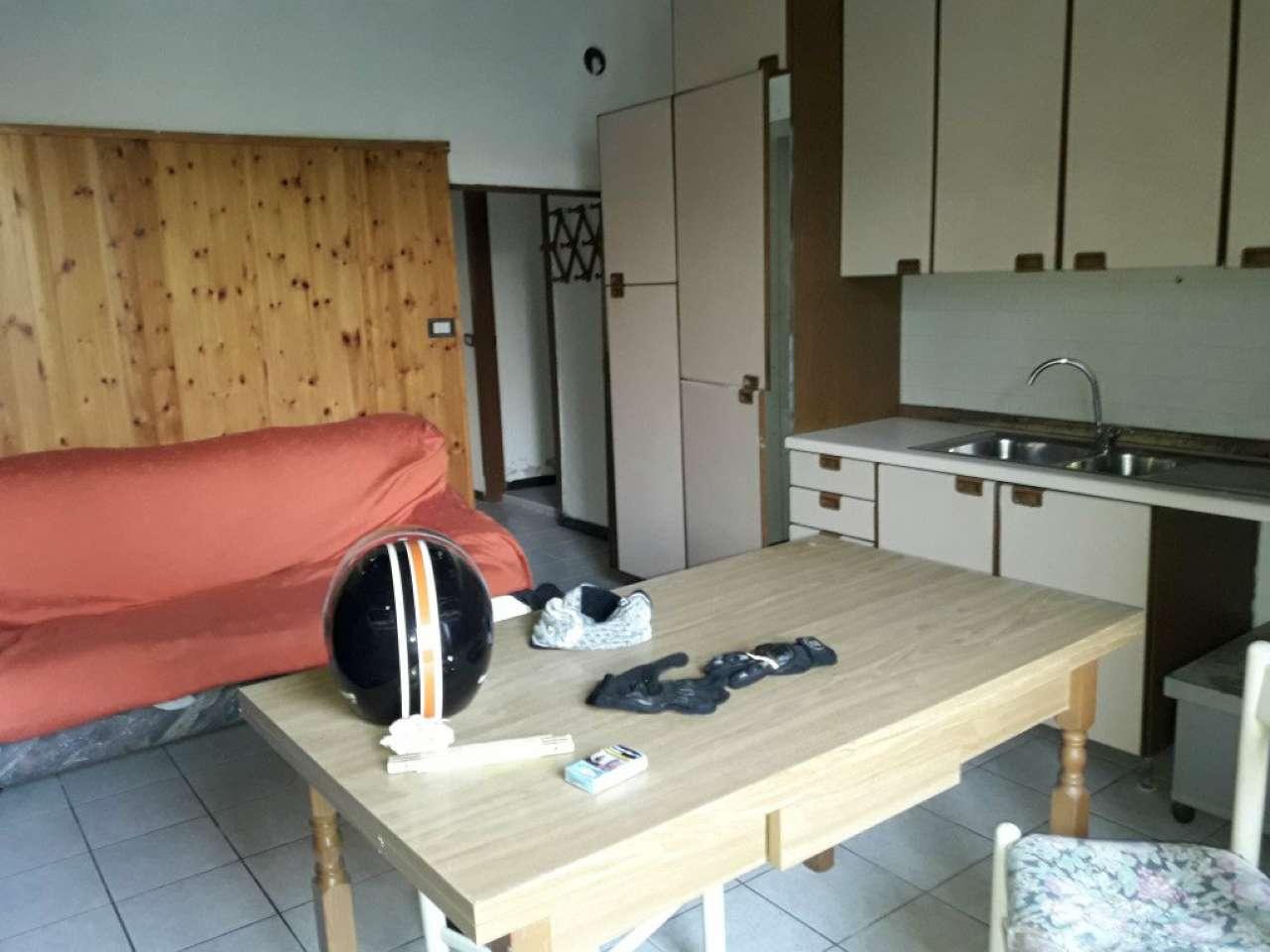 RONAGO vendesi porzione di casa da sistemare mq. 210