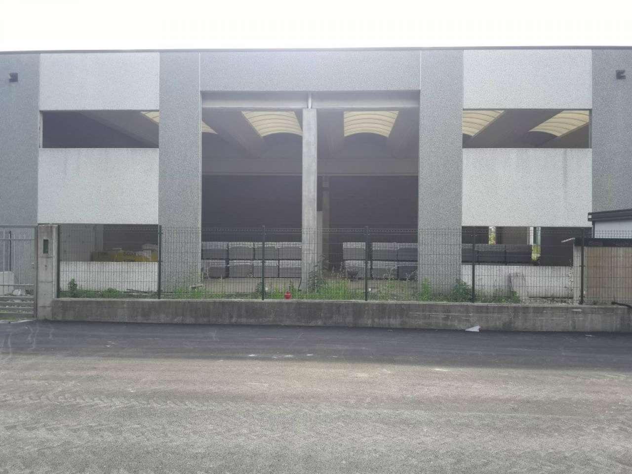 Capannone in vendita a Vedano Olona, 2 locali, prezzo € 280.000 | CambioCasa.it