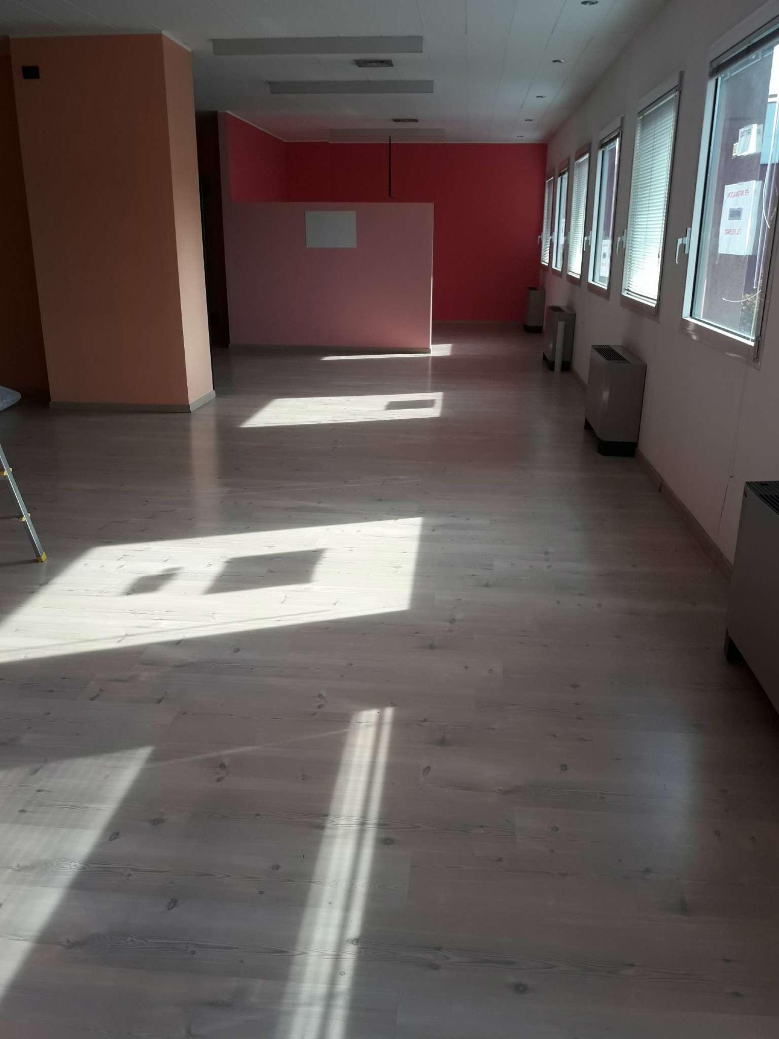 Ufficio / Studio in affitto a Villa Guardia, 2 locali, prezzo € 750 | CambioCasa.it
