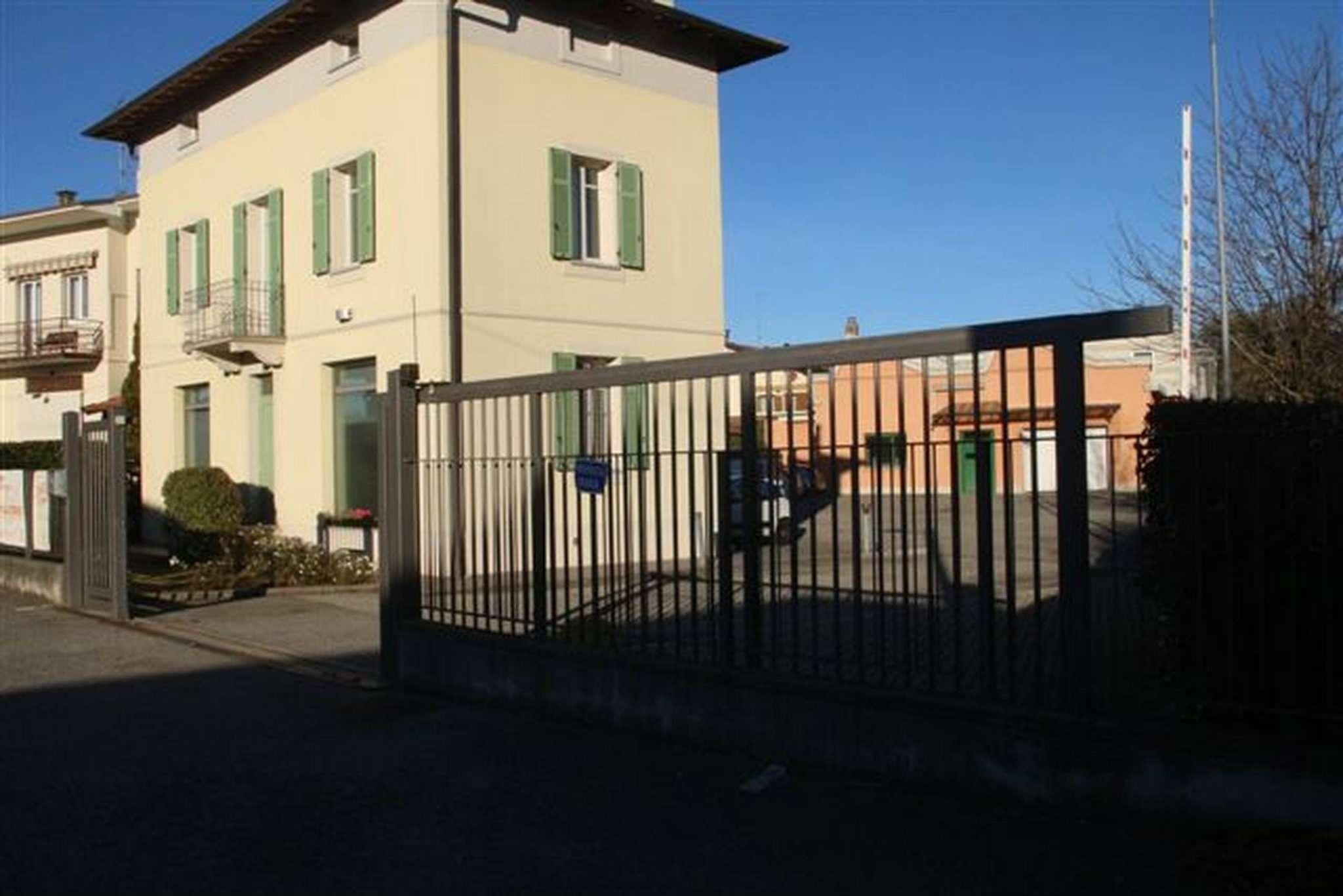 Ufficio / Studio in affitto a Bulgarograsso, 8 locali, prezzo € 1.400 | CambioCasa.it