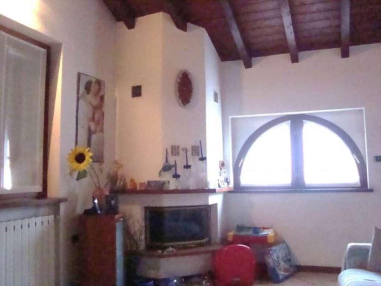 Soluzione Indipendente in vendita a Viggiù, 4 locali, prezzo € 250.000 | CambioCasa.it