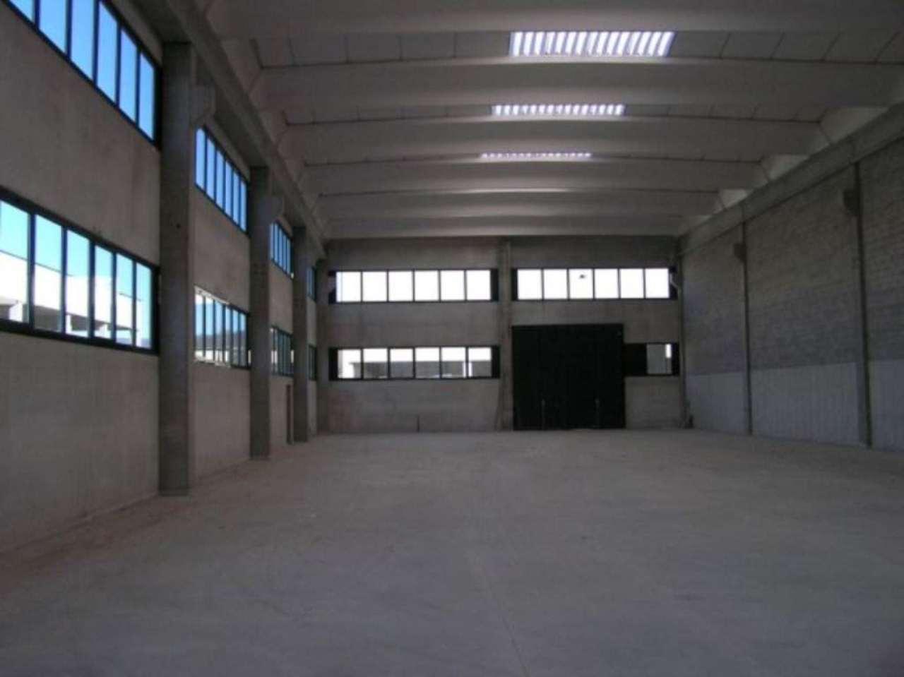 Capannone in affitto a Como, 1 locali, zona Zona: 6 . Acquanera- Albate -Muggiò - , prezzo € 3.500 | CambioCasa.it