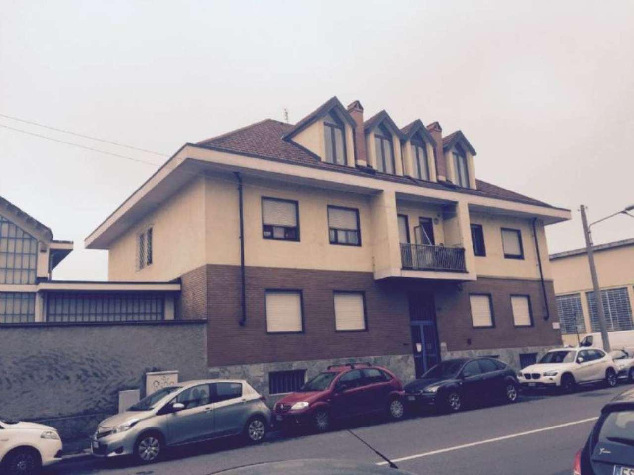 Immagine immobiliare MASSARI 199 In area artigianale-commerciale, facilmente raggiungibile dalla rete autostradale e da Corso Grosseto, affittasi capannone industriale di c.ca 800 mq. dotato di doppio accesso carraio, da Via Massari e da Via...