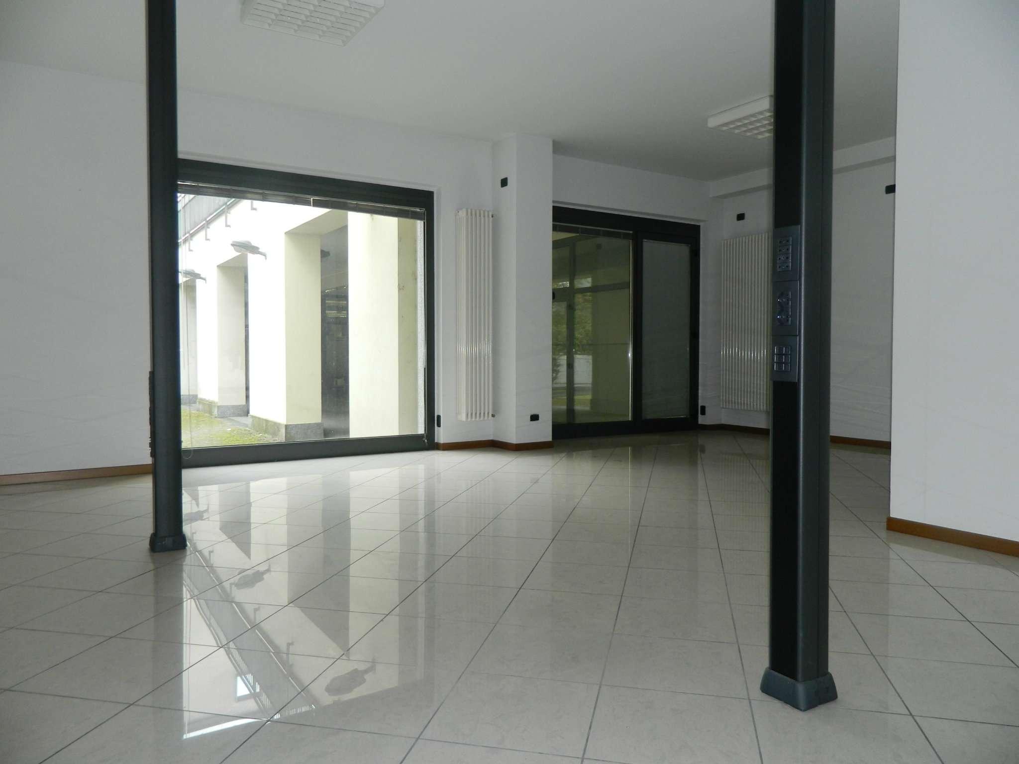 Negozio / Locale in vendita a Sondrio, 1 locali, prezzo € 155.000 | CambioCasa.it