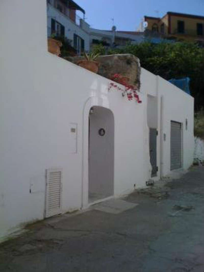 Appartamento in vendita a Ponza, 9999 locali, Trattative riservate | CambioCasa.it