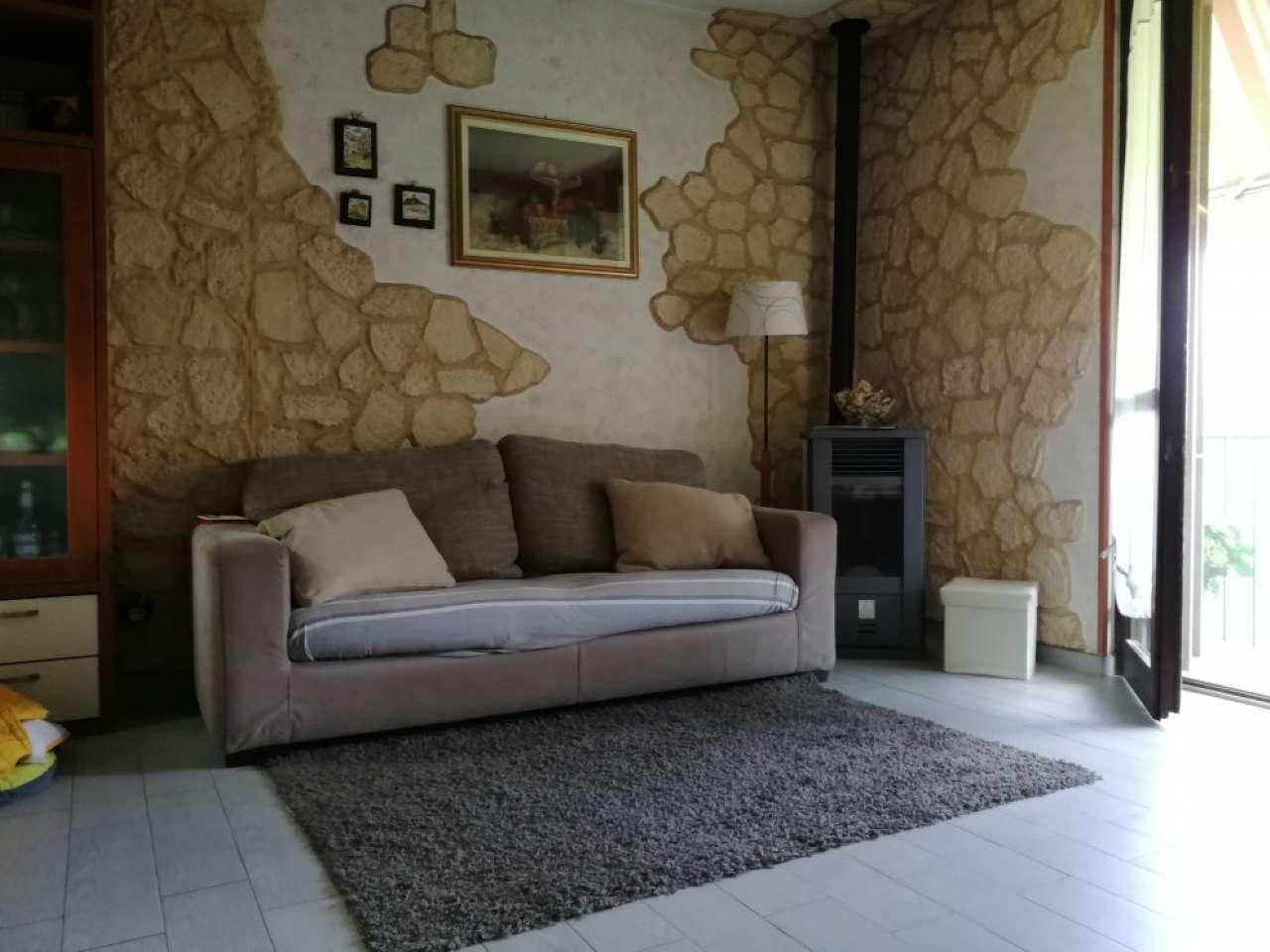 Appartamento in buone condizioni in vendita Rif. 5052534