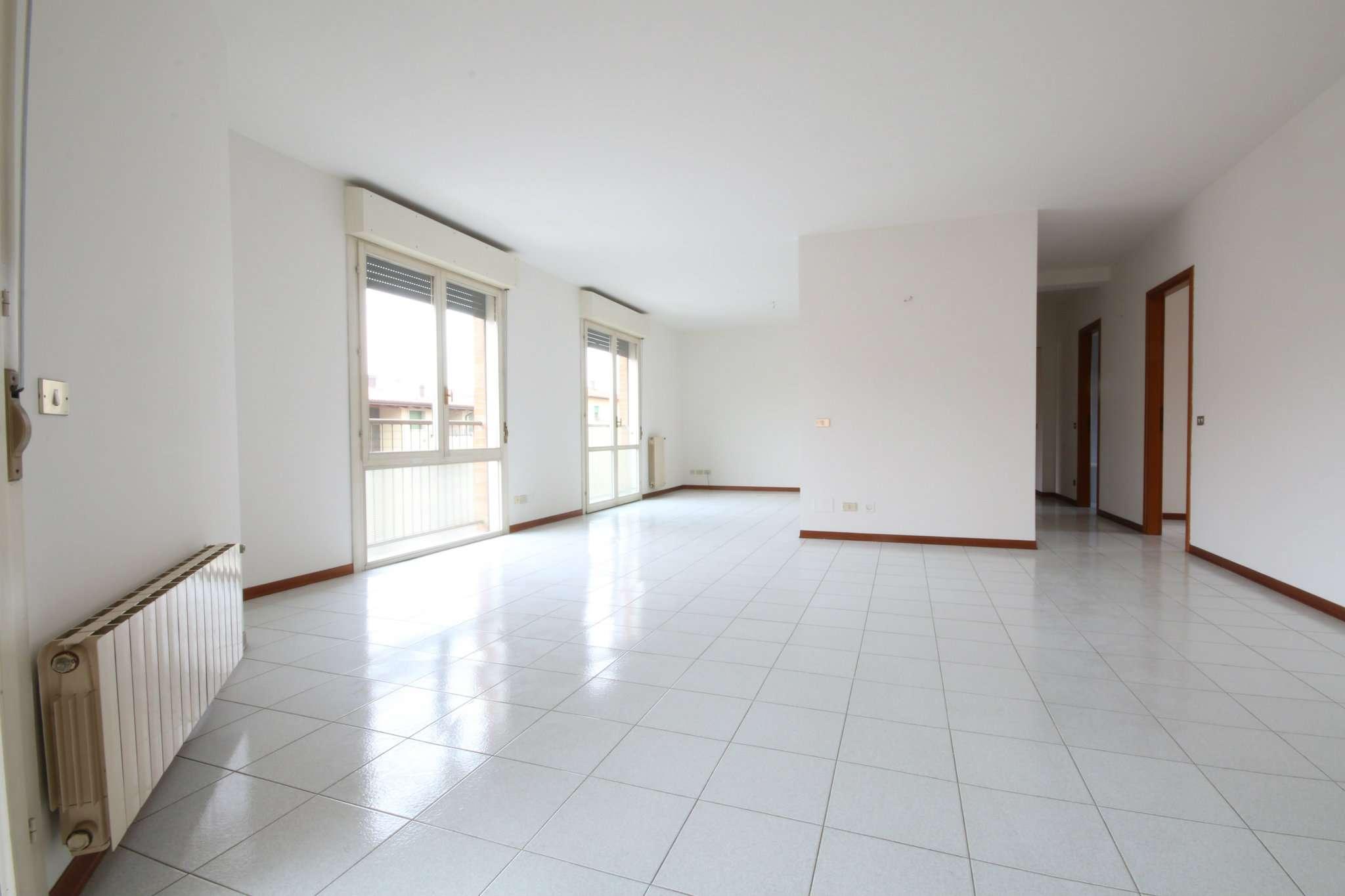 Appartamento in ottime condizioni in affitto Rif. 8493948