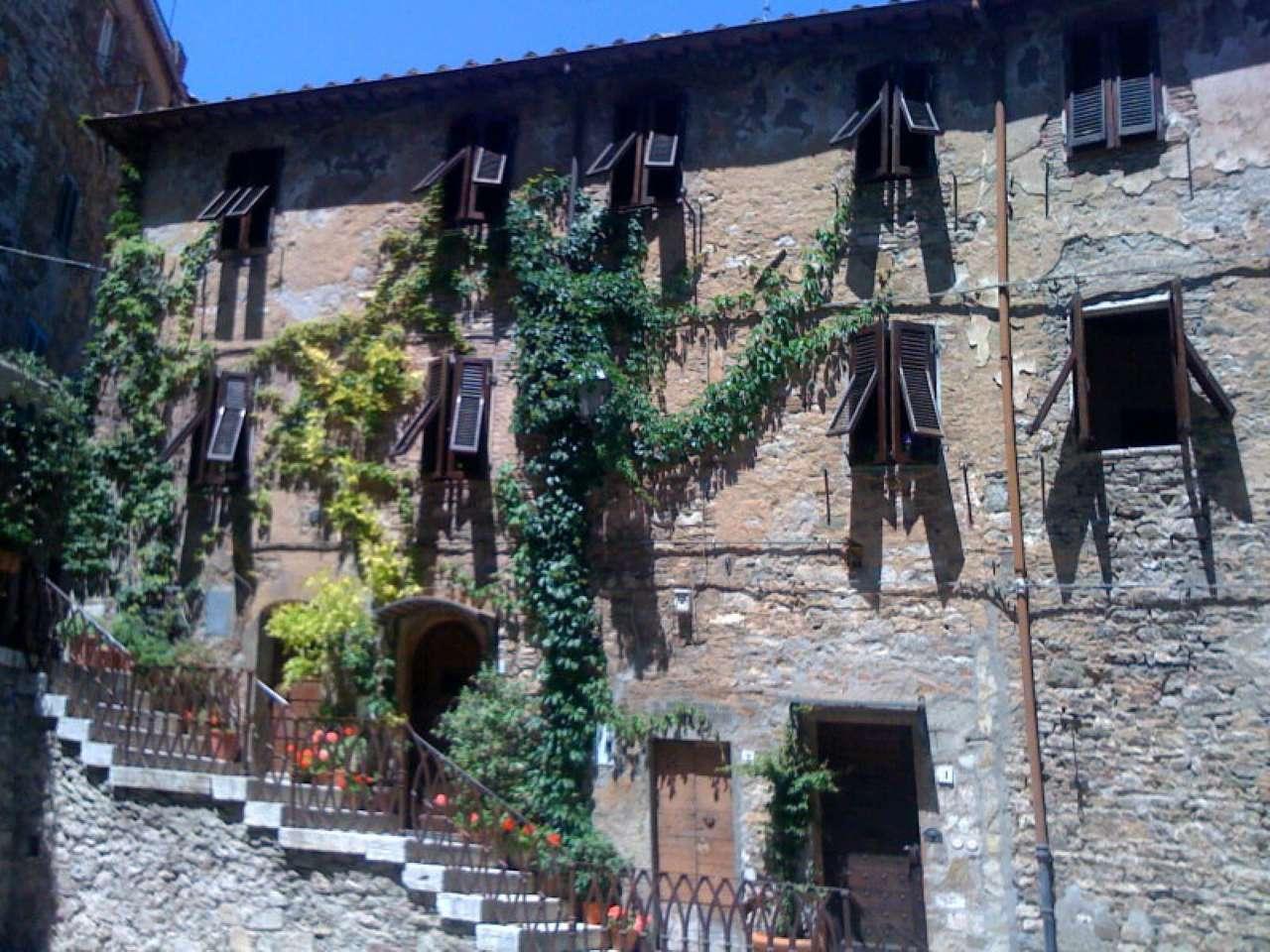 Toscana CAMPIGLIA MARITTIMA centro storico affittasi APPARTAMENTO FINEMENTE RISTRUTTURATO E ARREDATO
