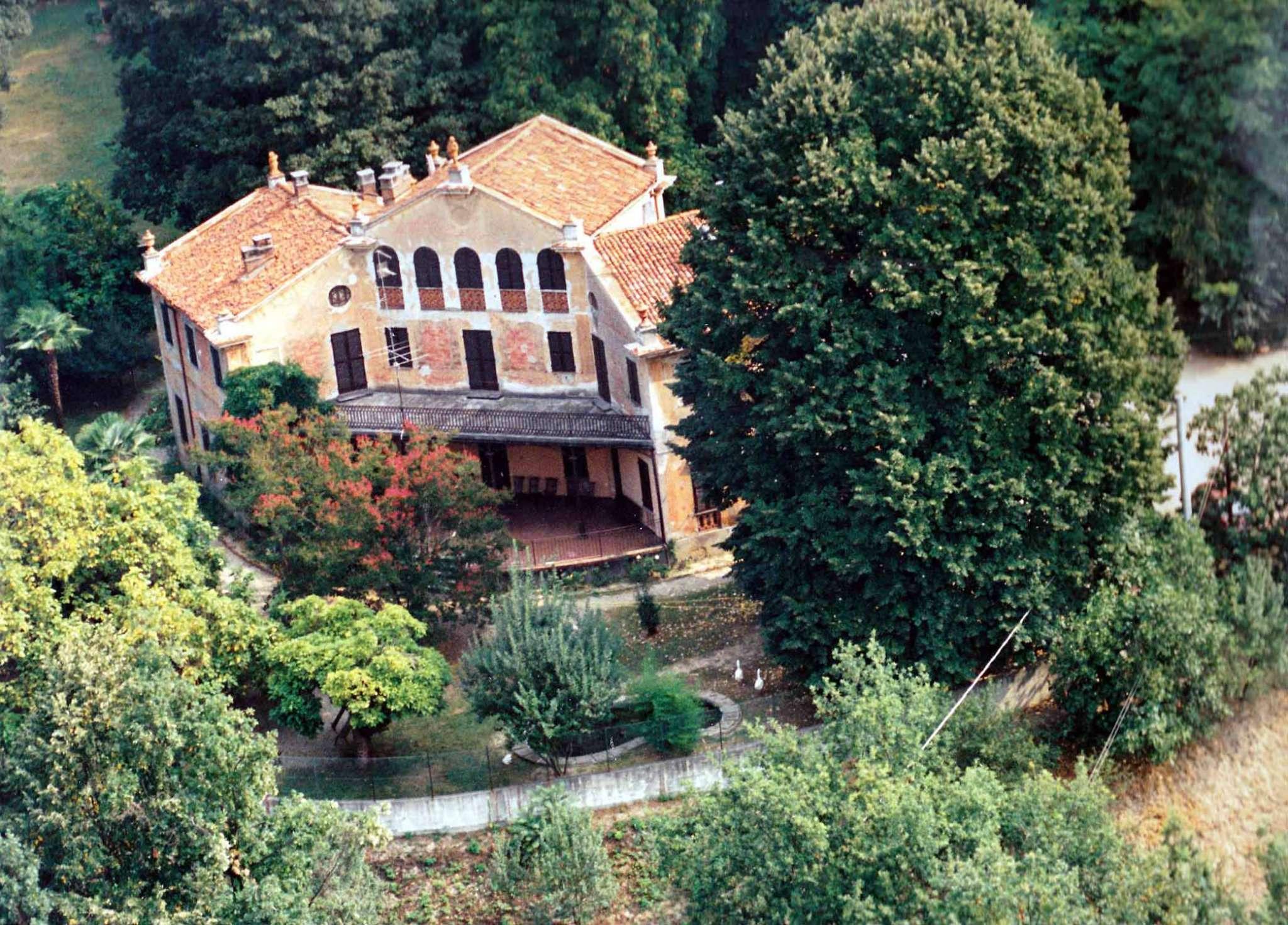 Villa in vendita a Gassino Torinese, 17 locali, prezzo € 490.000 | PortaleAgenzieImmobiliari.it