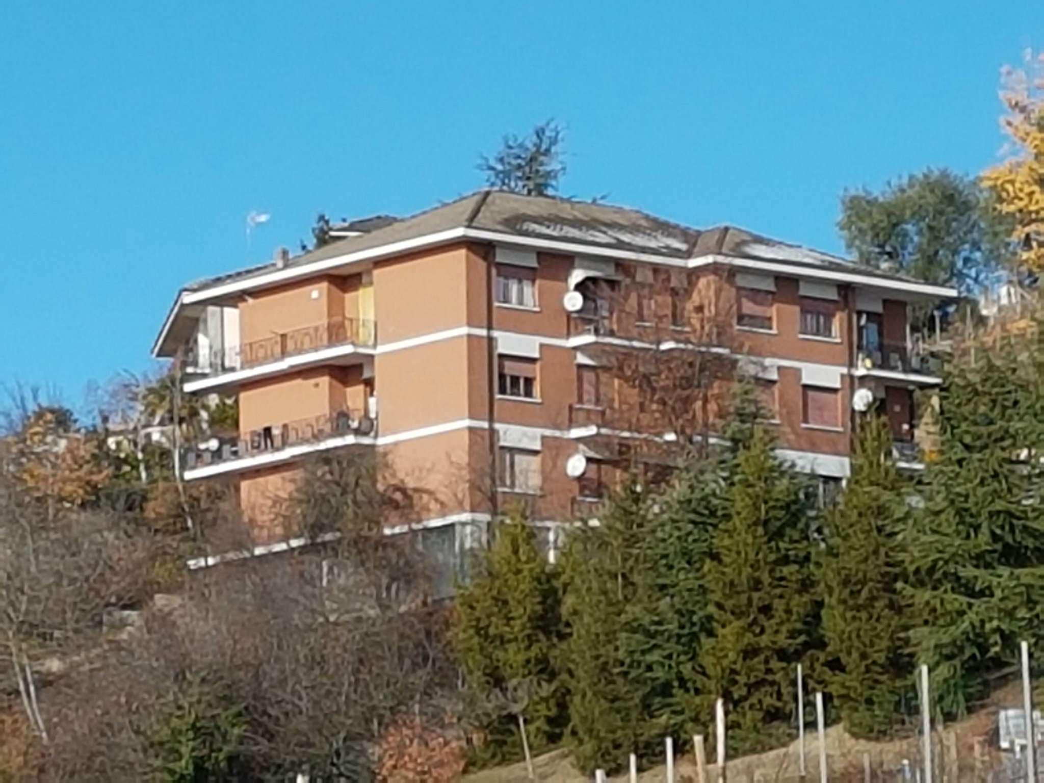 Appartamento in discrete condizioni parzialmente arredato in vendita Rif. 5059059