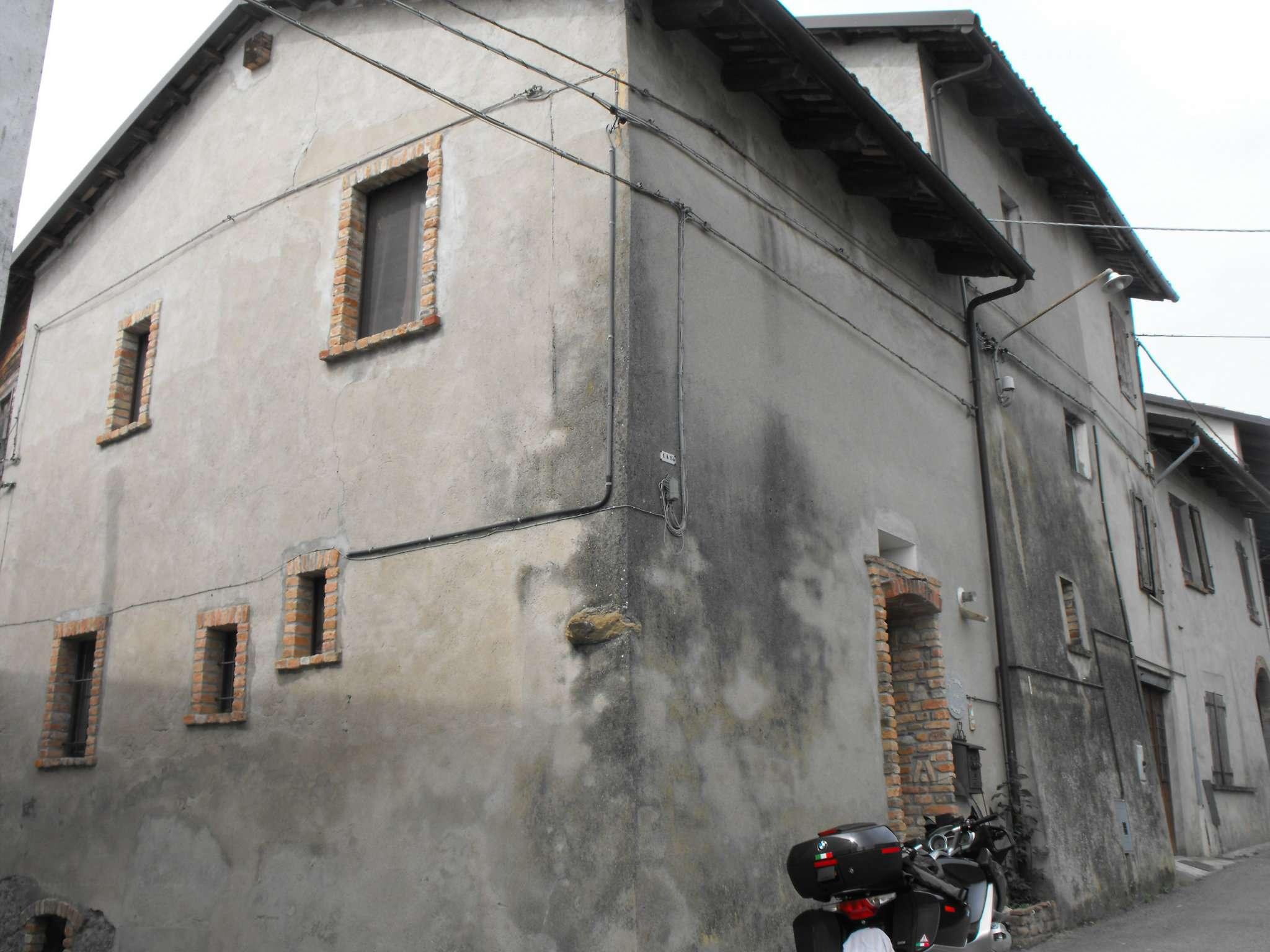 Palazzo / Stabile in vendita a Piovà Massaia, 20 locali, prezzo € 100.000 | PortaleAgenzieImmobiliari.it