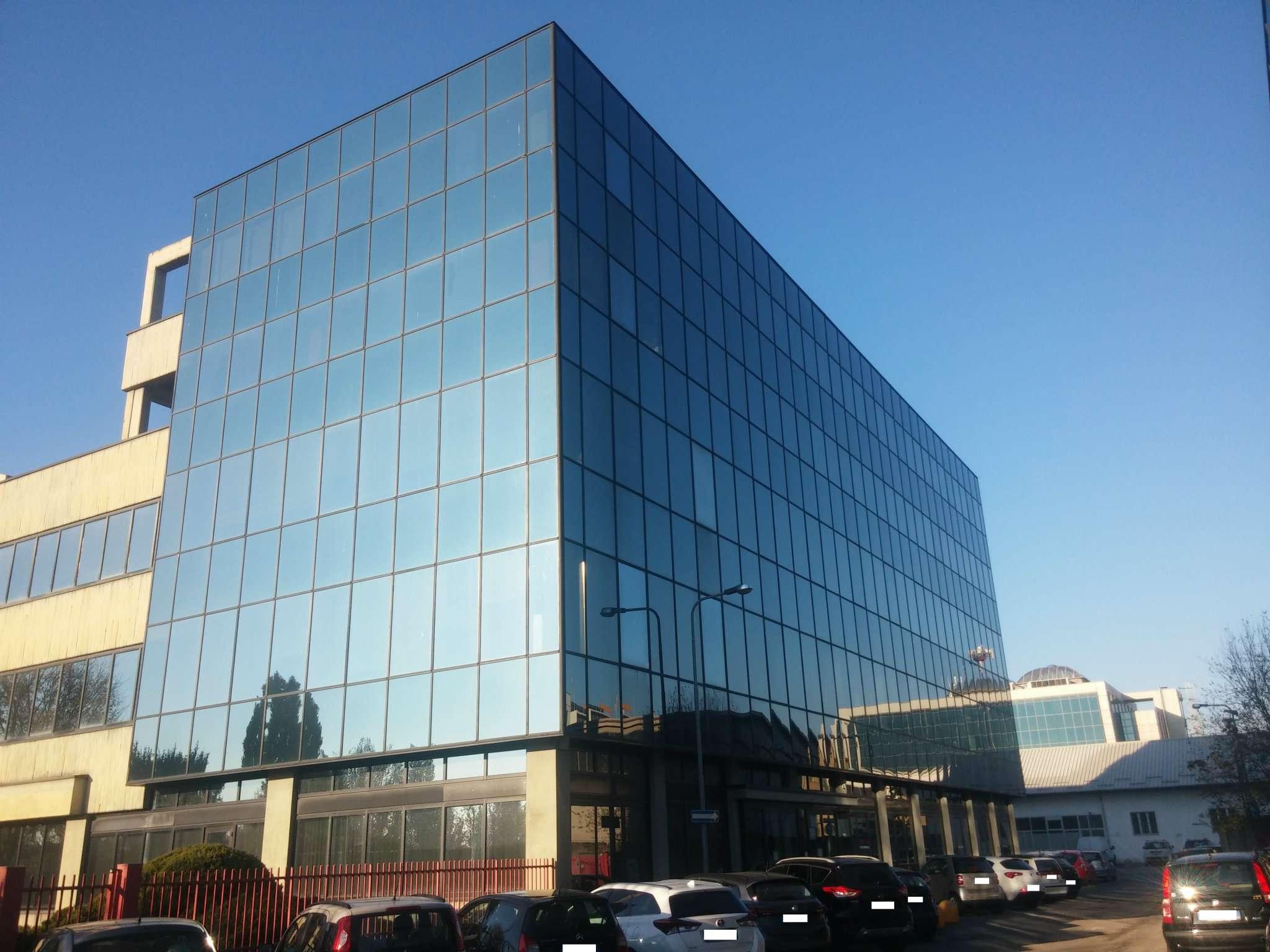 Uffici openspace di totali 630 mq con ampio magazino di mq 306 Rif. 5059696