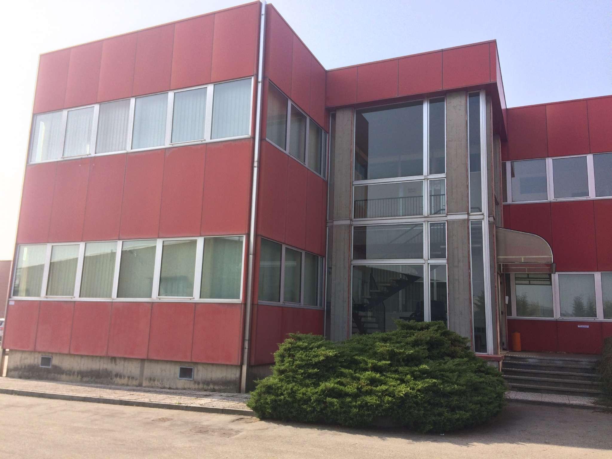 Ufficio / Studio in affitto a Andezeno, 20 locali, prezzo € 4.000 | CambioCasa.it