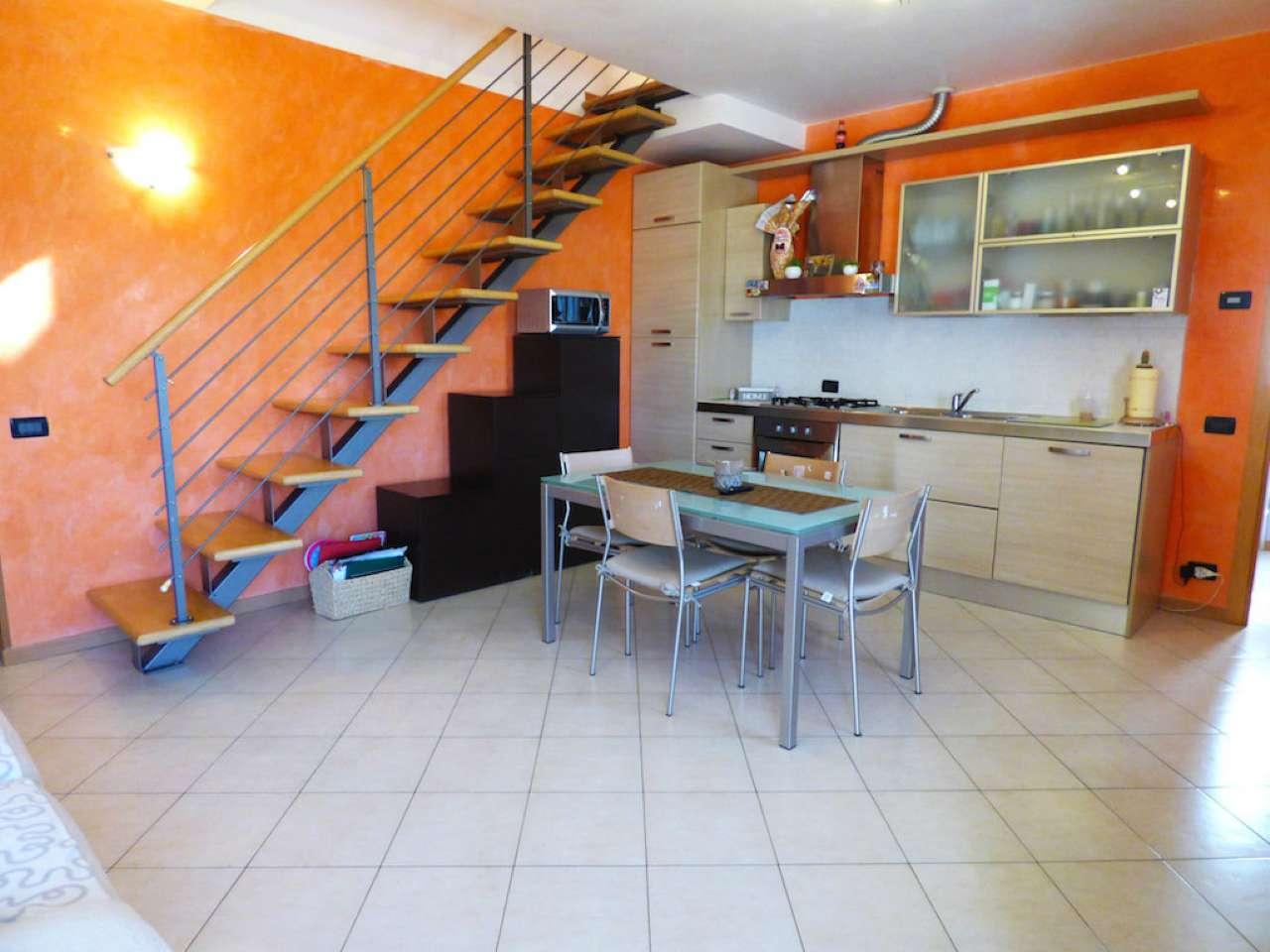 Appartamento in buone condizioni parzialmente arredato in vendita Rif. 5061019