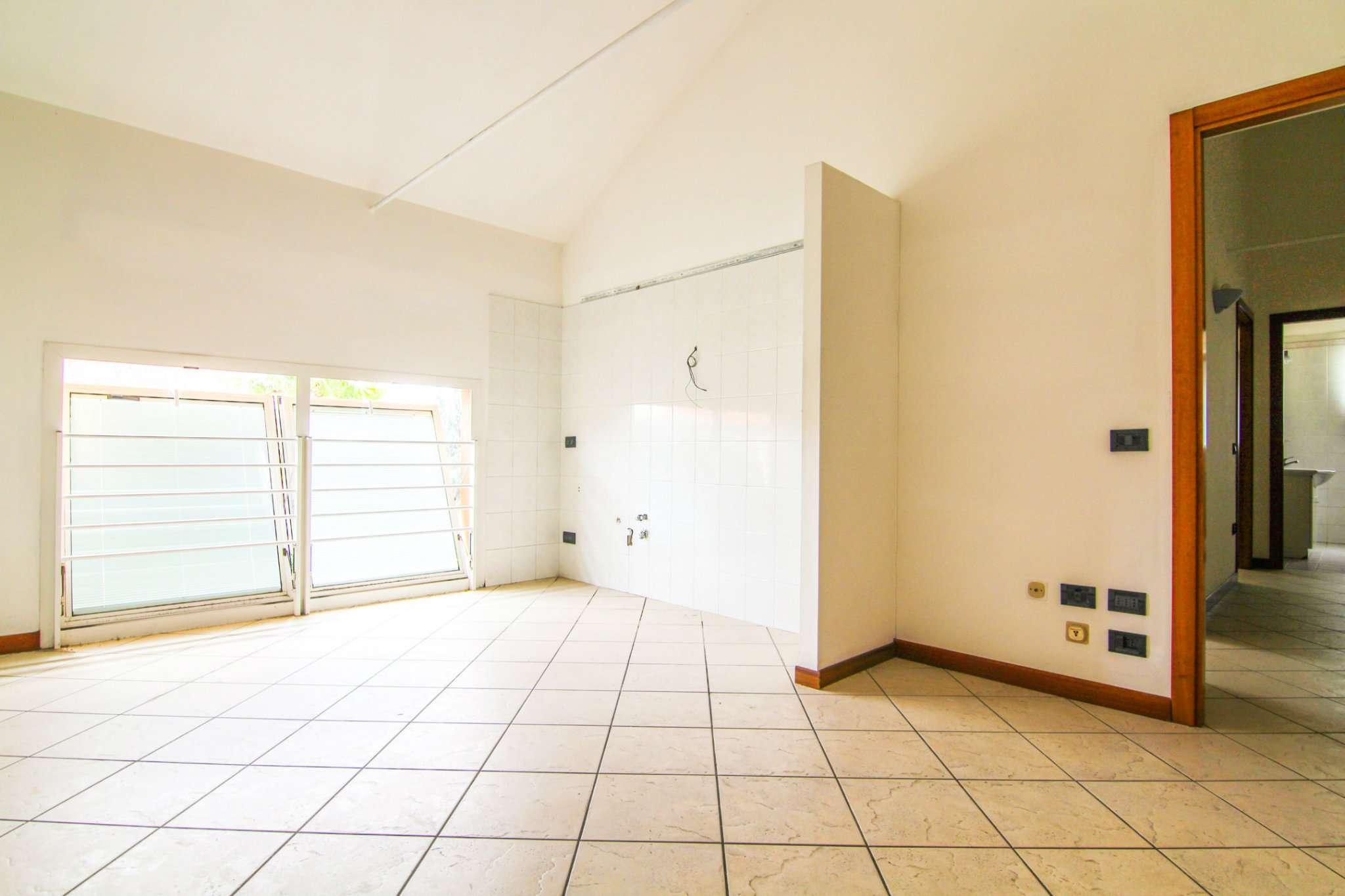Appartamento in buone condizioni in vendita Rif. 6740975