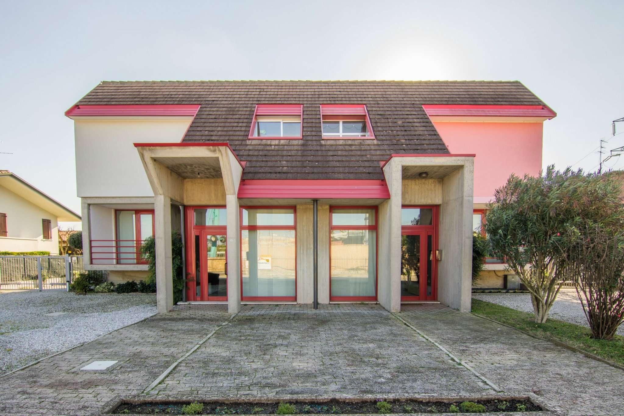 Ufficio / Studio in affitto a Fossò, 9999 locali, prezzo € 400 | CambioCasa.it