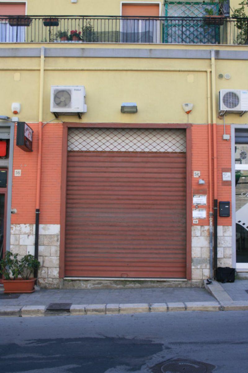 Negozio / Locale in vendita a Bisceglie, 4 locali, prezzo € 350.000 | CambioCasa.it