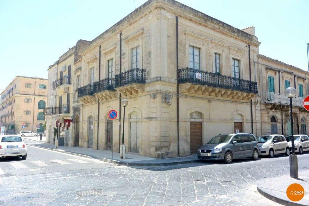Stabile / Palazzo da ristrutturare in vendita Rif. 5066335