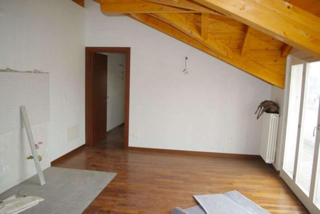 Appartamento in vendita a Casnate con Bernate, 3 locali, prezzo € 129.000 | PortaleAgenzieImmobiliari.it