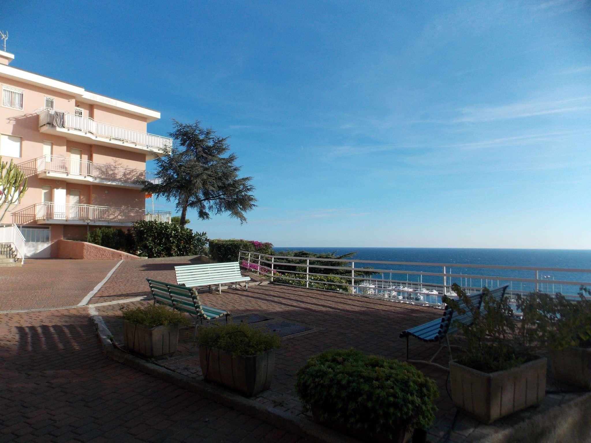 Appartamento in vendita a Santo Stefano al Mare, 2 locali, prezzo € 220.000   CambioCasa.it