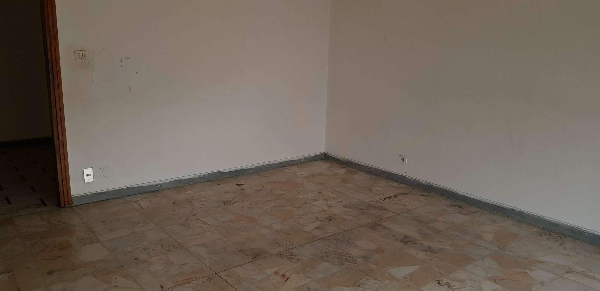Appartamento in discrete condizioni in affitto Rif. 9307492