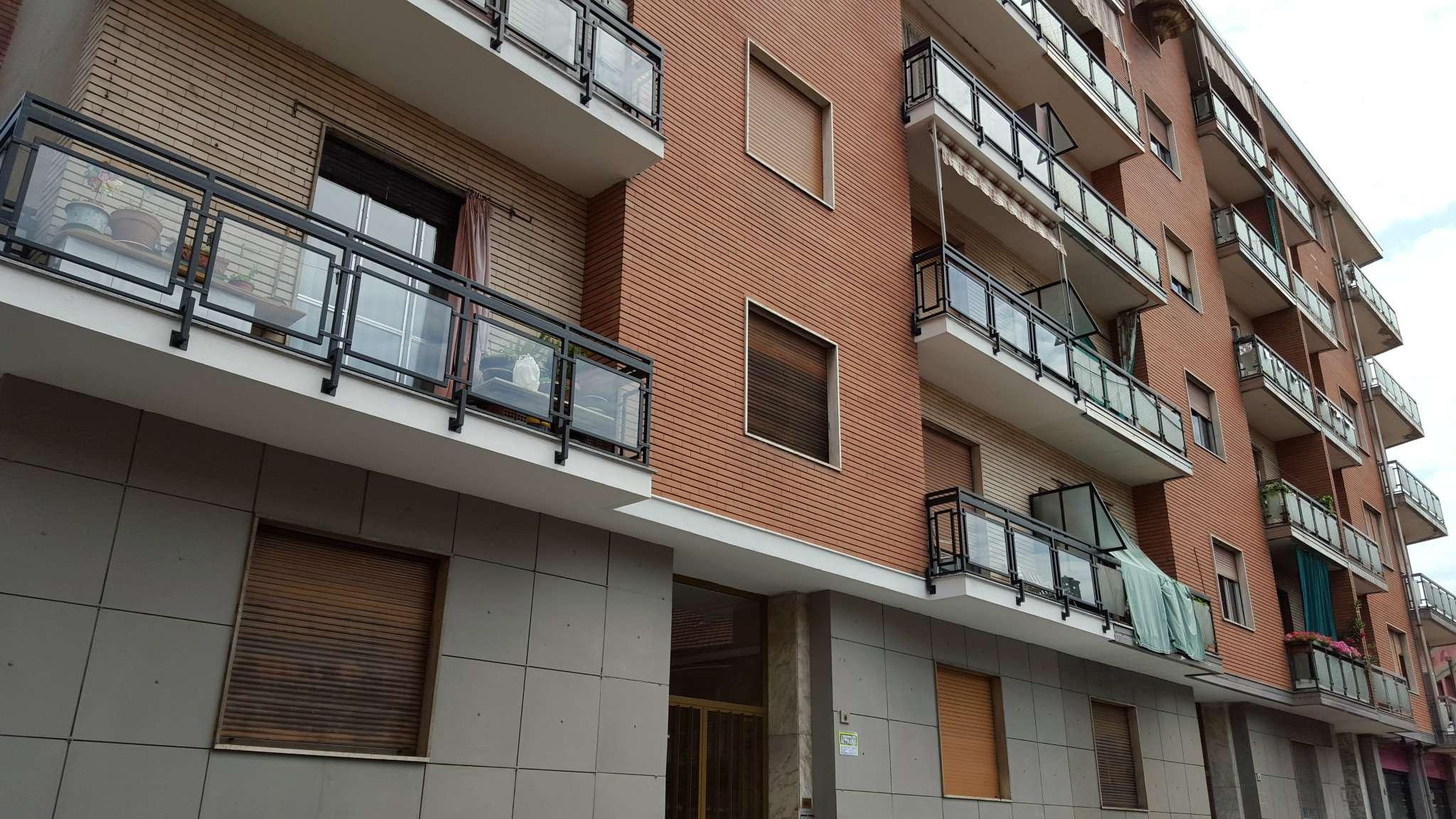 Appartamento in discrete condizioni in affitto Rif. 7736016