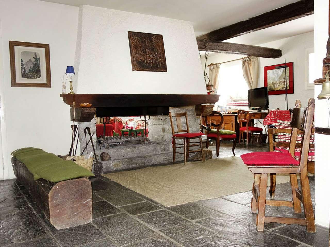 Villa in vendita a Courmayeur, 12 locali, prezzo € 1.250.000 | CambioCasa.it