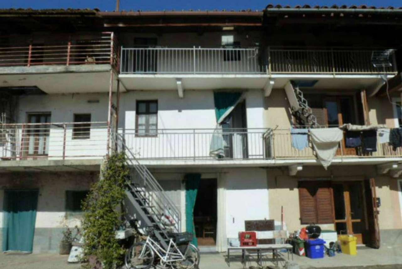 Porzione di casa in buone condizioni in vendita Rif. 8887328