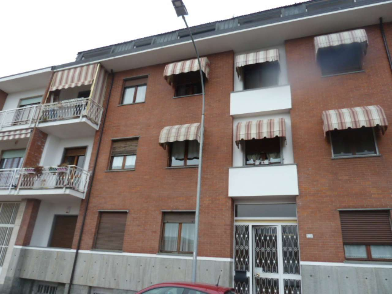 Appartamento in buone condizioni parzialmente arredato in vendita Rif. 9363861