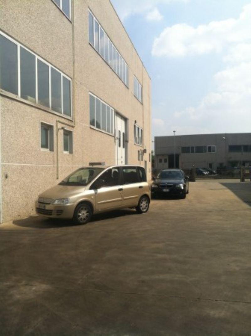 Magazzino - capannone in affitto Rif. 9259785