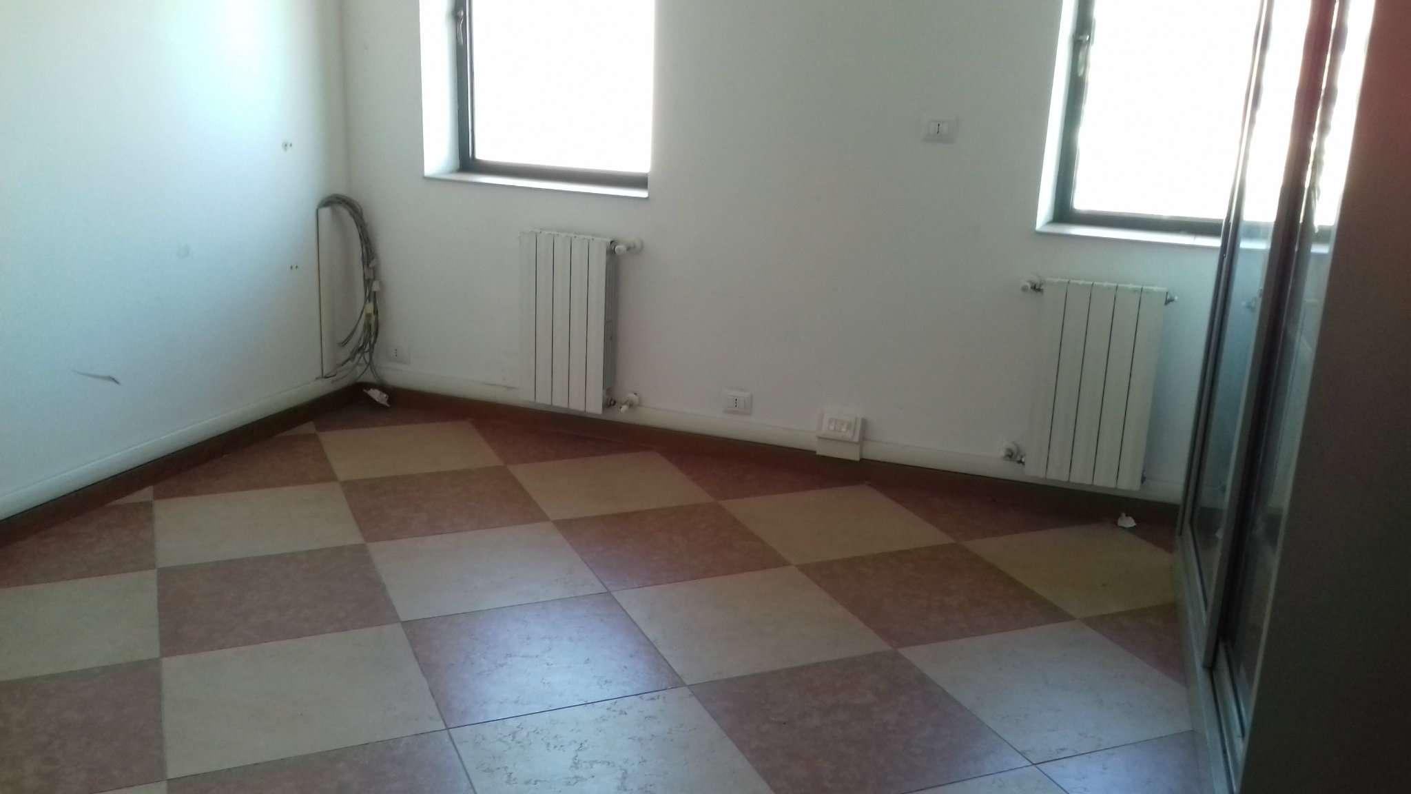 Ufficio / Studio in affitto a Trofarello, 1 locali, prezzo € 250 | PortaleAgenzieImmobiliari.it