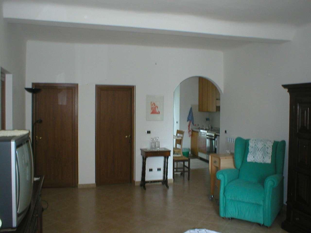 Appartamento in buone condizioni parzialmente arredato in vendita Rif. 8533904