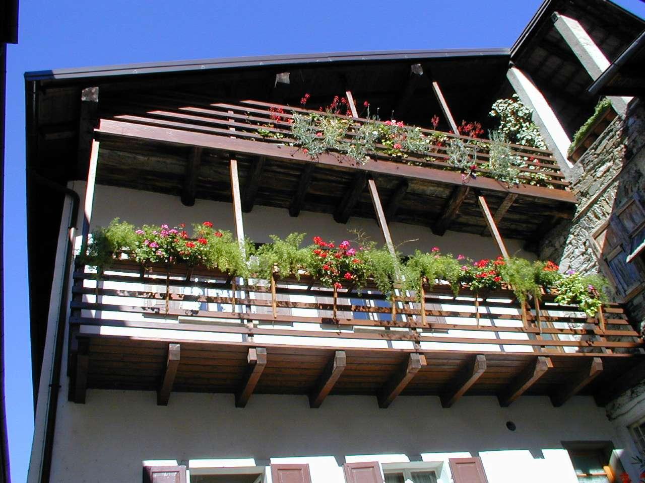 Palazzo / Stabile in vendita a Levico Terme, 9 locali, prezzo € 215.000   CambioCasa.it