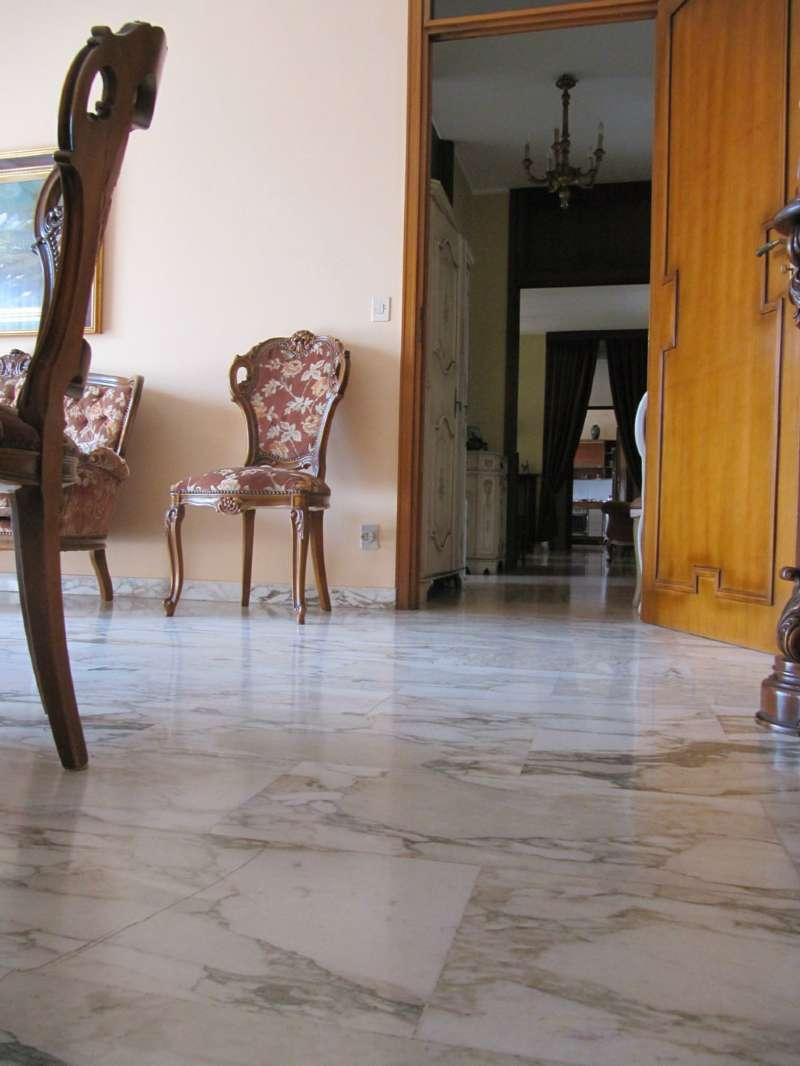 Appartamento in buone condizioni in vendita Rif. 8610450