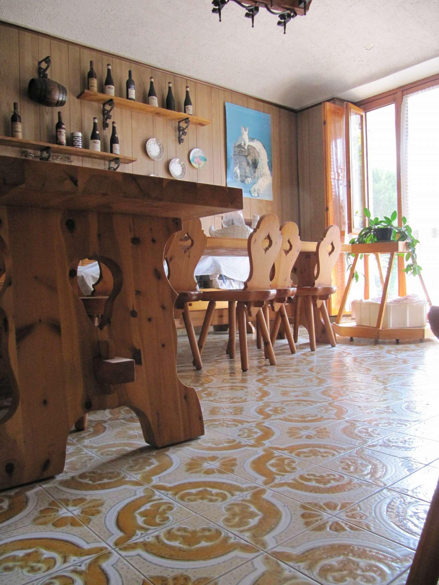 Appartamento in condizioni mediocri parzialmente arredato in vendita Rif. 9394588