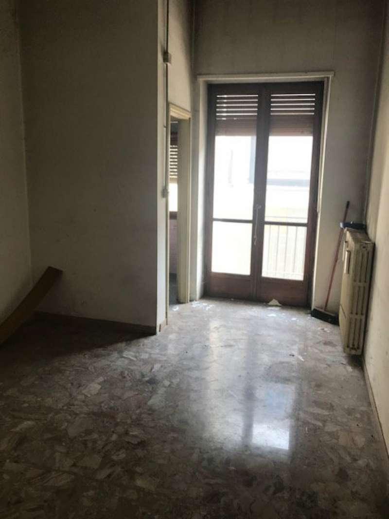 Negozio / Locale in affitto a Moncalieri, 2 locali, prezzo € 250 | PortaleAgenzieImmobiliari.it
