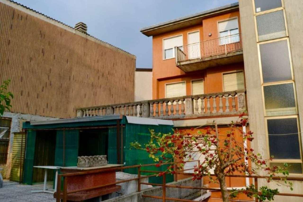 Appartamento in buone condizioni in vendita Rif. 5077105