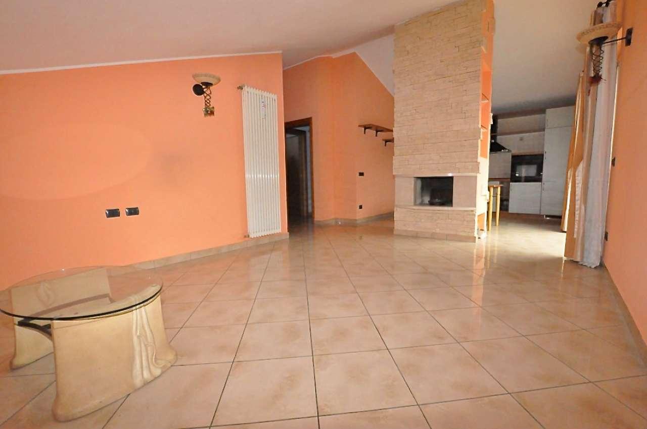 Appartamento in ottime condizioni parzialmente arredato in vendita Rif. 9015404
