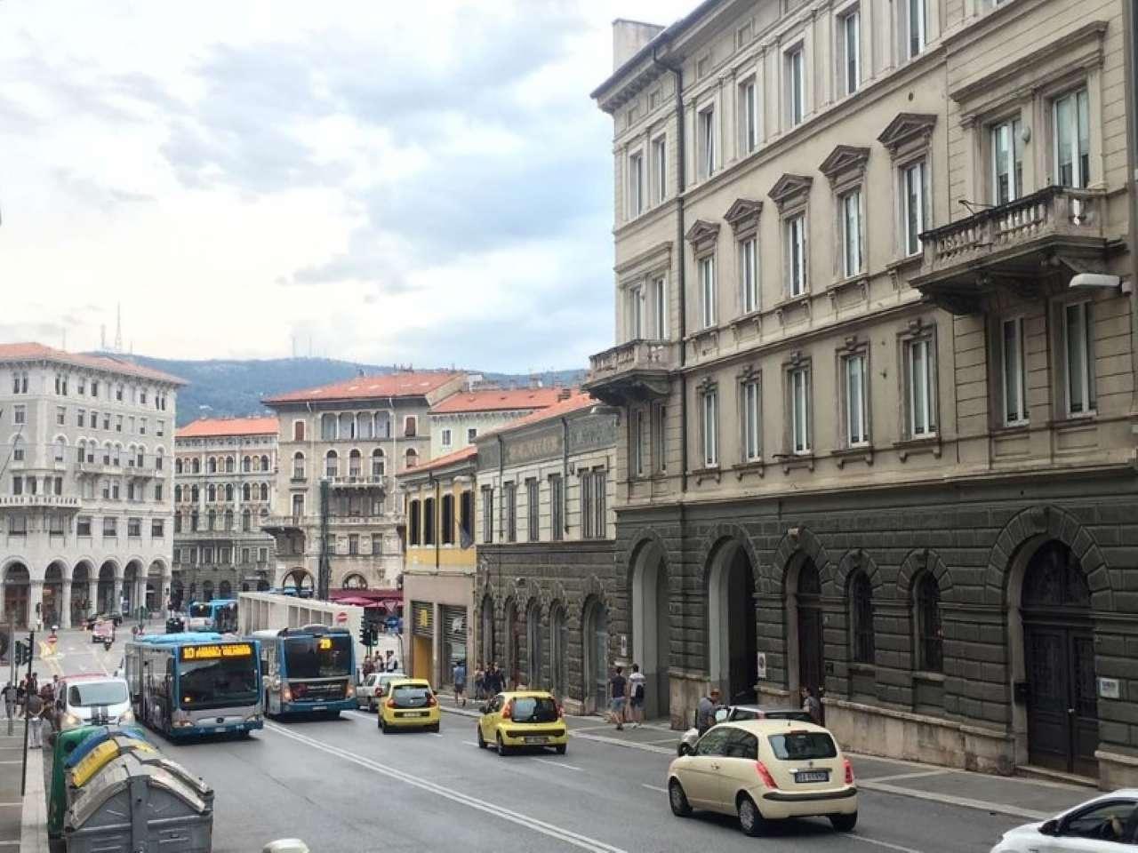 Piazza Goldoni box auto