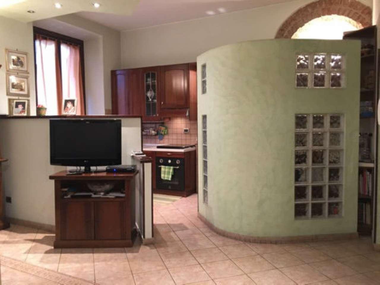 Appartamento in buone condizioni in affitto Rif. 9486893