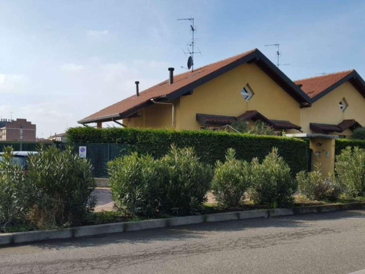Villa Bifamiliare in vendita a Cardano al Campo, 6 locali, prezzo € 295.000 | PortaleAgenzieImmobiliari.it